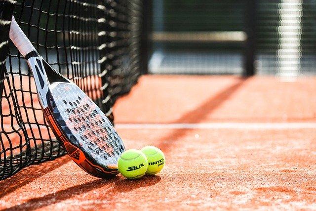 Comment faire du tennis chez soi?