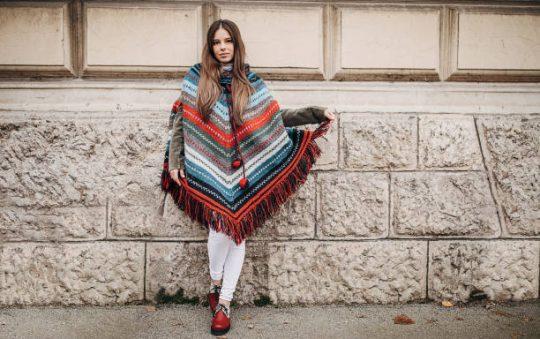 Comment porter le poncho avec style ?